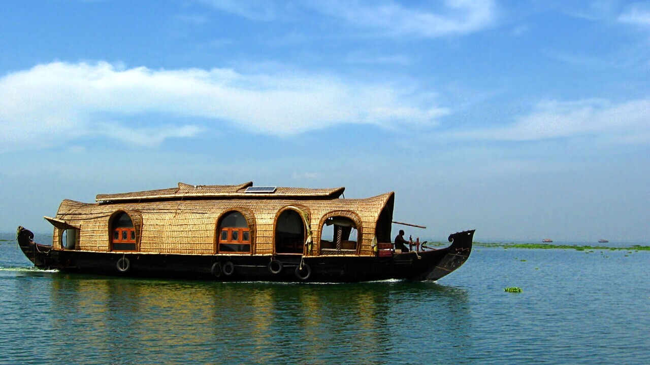 Stupendous Munnar Alleppey Houseboat